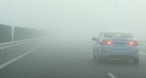 Avertizare Infotrafic: Trafic îngreunat din cauza ceţii, pe drumuri din 28 de judeţe şi în municipiul Bucureşti/ Meteorologii anunţă că ceaţa va persista în următoarele ore