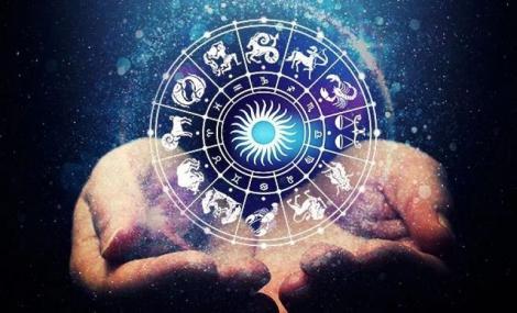 Horoscop weekend 17-19 ianuarie 2020. Se anunță schimbări în viața amoroasă a acestor zodii