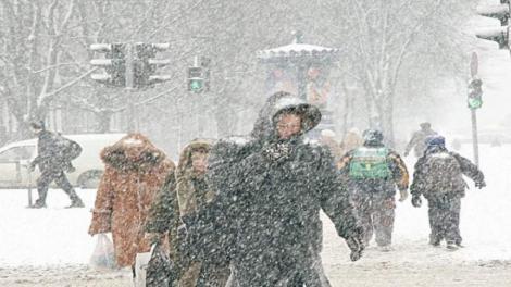 Primăvară și iarnă în România, într-o singură lună. Meteologii anunță temperaturi anormale, dar și fulguieli și polei