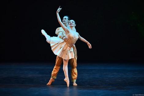 """Artiştii de la Gala de Balet """"Carmen Sylva"""", ovaţionaţi pentru interpretările lor la TNB"""