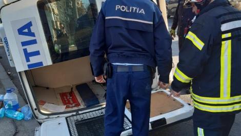 Mașină de Poliție implicată în accident. Polițistă de 21 de ani, ajunsă la spital