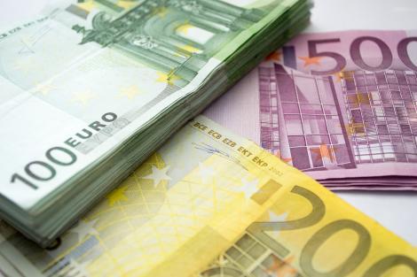 Leul s-a depreciat în raport cu euro și dolarul, iar aurul s-a ieftinit