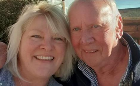 """Și-a găsit tatăl pe Facebook, după 56 de ani! """"Mi-a trimis un mesaj că îi place fotografia mea"""""""