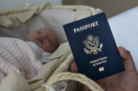 """Administraţia Trump ia măsuri împotriva """"turismului naşterilor"""", al cărui scop este obţinerea cetăţeniei americane"""