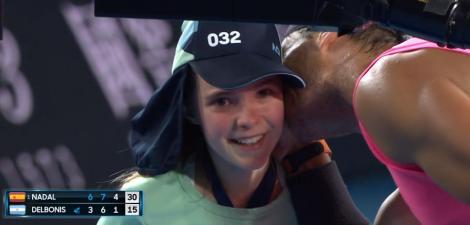 Nadal a întâlnit-o pe fetiţa pe care a lovit-o din greşeală joi, a făcut un selfie cu ea şi i-a dăruit o şapcă