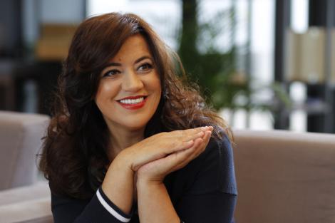 Mirela Retegan, păcălită să dea 87.000 de euro pe internet. Escrocul s-a dat drept părintele Constantin Necula