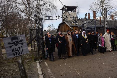 """La 75 de ani de la eliberarea lagărului de la Auschwitz. Supraviețuitorii transmit un mesaj: """"Următoarea generaţie să ştie prin ce am trecut"""""""