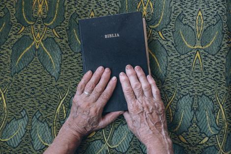 """Textul rugăciunii """"Tatăl nostru"""" va fi schimbat! Modificarea se face la cererea  Papei Francisc. Cum va suna noua versiune"""