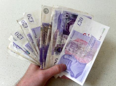 Veste tristă pentru mii de români! Se reduce salariul minim pe economie pentru toți străinii care muncesc în Marea Britanie
