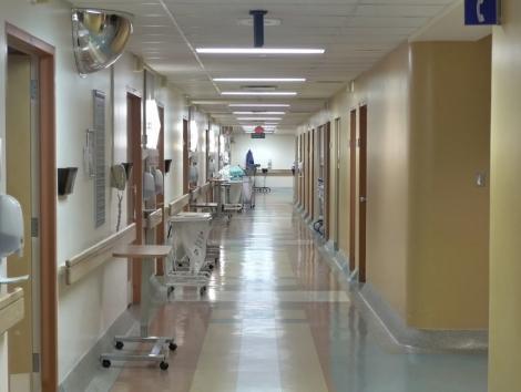 O femeie diagnosticată cu gripă pe baza testului rapid a murit la Spitalul din Sibiu/ Alţi trei pacienţi cu infecţii respiratorii sunt internaţi la Terapie Intensivă