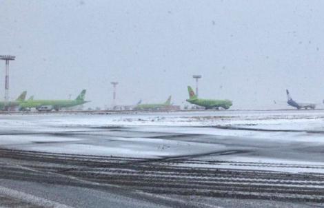 Incident halucinant. O femeie s-a ridicat în picioare, în avion și a amenințat că se aruncă în aer. Peste 190 de persoane se aflau la bord