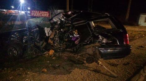 Buzău: Doi soţi din Brăila au murit, după ce maşina în care se aflau a fost lovită de un autocar