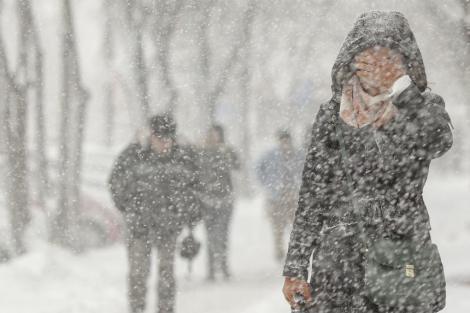Se schimbă vremea în toată țara! Sunt anunțate ninsori pe arii extinse, precipitații mixte și polei