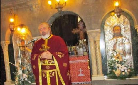 """Un preot din Hunedoara face haz de necaz! Cele 12 reguli de primit popa cu crucea, corectate. """"Dacă vrei să faci senzație îl primești în prosopul de baie"""""""