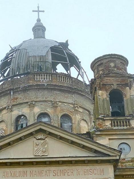 Mausoleul de la Bobda, bijuterie arhitecturală de secol XIX, în ruină. Dan Negru a semnalat: Când vă întoarceţi din vacanţa de ski din Austria, opriţi-vă să vedeţi şi rămăşiţele Austriei in România!