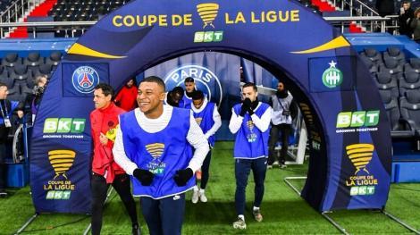 PSG, 6-1 cu Saint-Etienne în sferturile Cupei Ligii Franţei. În semifinale s-a calificat şi Lille
