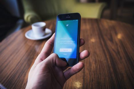 Twitter introduce noi restricții. Unele mesaje dispar de pe această platformă