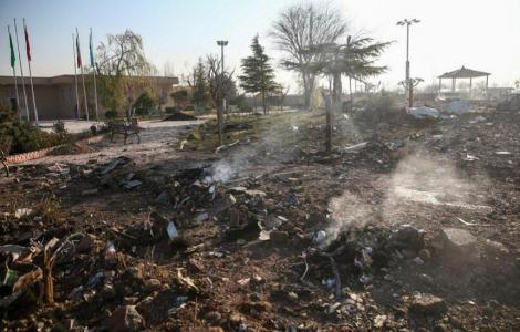 Avionul Boeing 737 aparţinând companiei ucrainene Ukraine International Airlines a luat foc şi s-a întors din drum înainte să se prăbuşească în Iran, anunţă anchetatorii iranieni în raportul preliminar