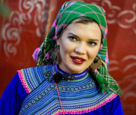 Gina Pistol îmbrăcată tradițional la Asia Express