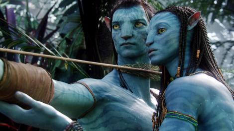 Cum arată Neytiri din Avatar după două nașteri. Zoe Saldana, într-un costum de baie roz