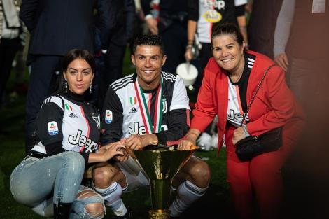 Cristiano Ronaldo cu mama si iubita sa, care i-au trimis mesaje dupa ce a luat coronavirus