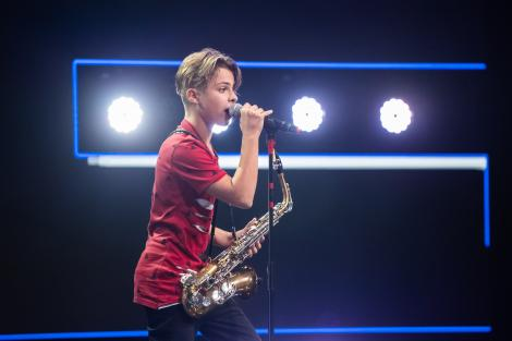 """Denis Costea, energie și spectacol total pe scena X-Factor. Loredana: """"Ești un showman"""""""
