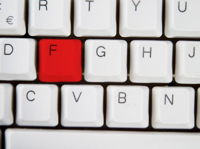 De ce există câte o linie pe tastele F și J ale tastaturii. Explicația e simplă