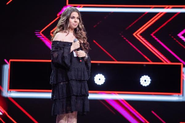 Alexandra Serenada Sîrghi, pe scena X Factor, unde a obtinut patru de da in 2020