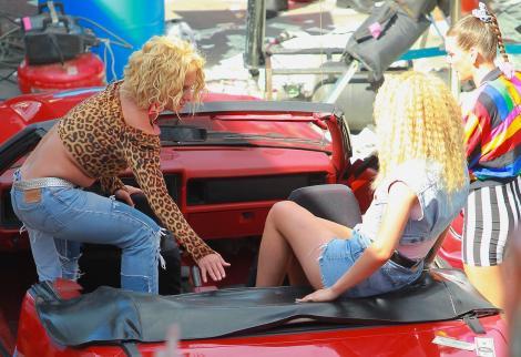 Britney Spears, de la celulită și colăcei, la diva de acum. Cum a fost pozată în costum de baie