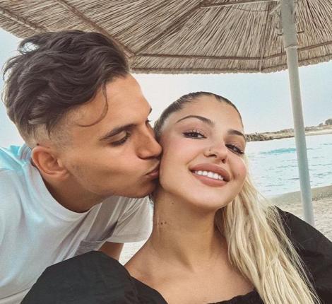 Fotbalistul Cristi Manea și iubita lui, Irina Deaconescu, pe plajă, într-o ipostază tandră