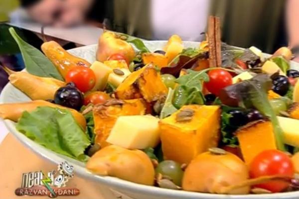 Salată cu ingrediente de toamnă