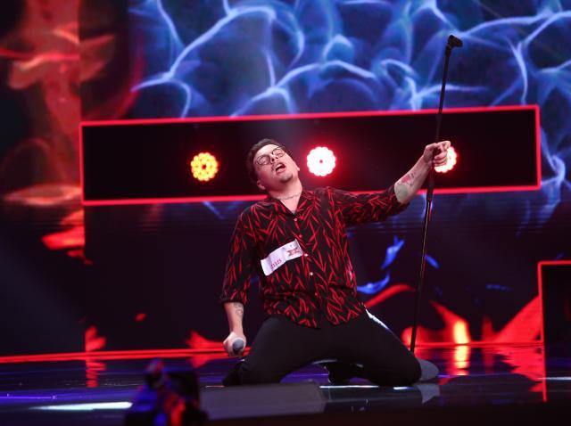 """Robert Botezan a fost marea surpriză de la """"X Factor""""! Și-a compus singur piesa """"Lucifer"""". """"Mi-a plăcut tot la tine, ești pachet"""""""