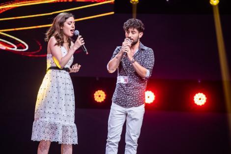 """Apollo și Artemis Evanghelos au adus însorita Grecie pe scena """"X Factor""""! Frații au dat lecții de dans pentru Delia și Loredana"""