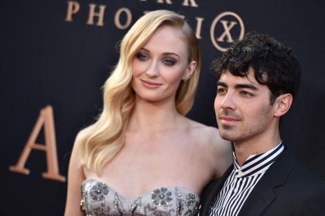 """Sophie Turner și Joe Jonas, pe covorul rosu la premiera filmului """"Dark Phoenix"""", la  Chinese Theatre în Los Angeles"""