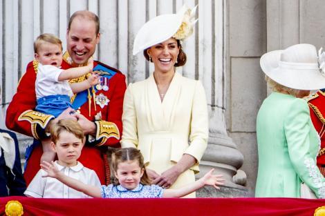 Kate Middleton si printul William, alaturi de cei trei copii
