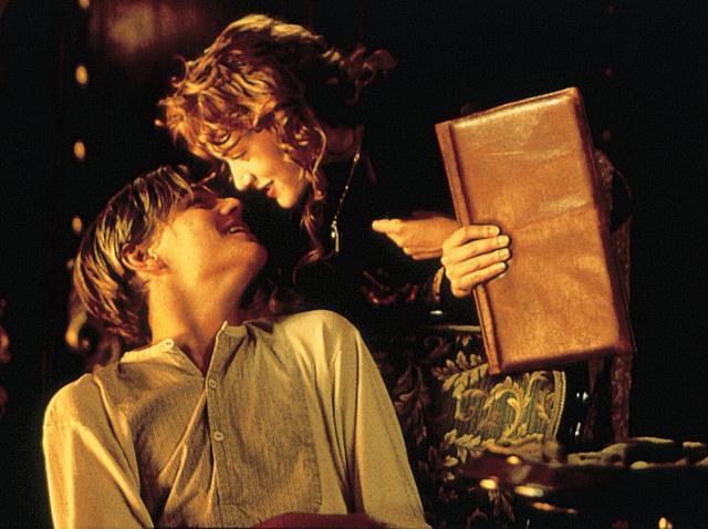 Jack (Leonardo DiCaprio) și Rose (Kate Winslet) în Titanic