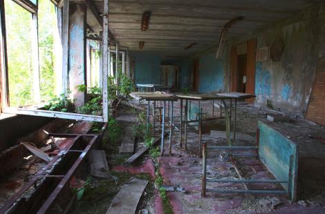 sala de clasa dintr-o scoala abandonata din cernobil