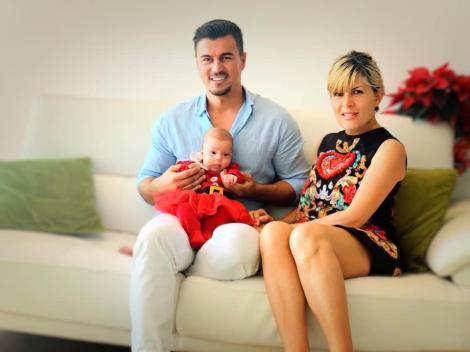 Elena Udrea și Adrian Alexandrov, în Costa Rica, cu micuța Eva Maria