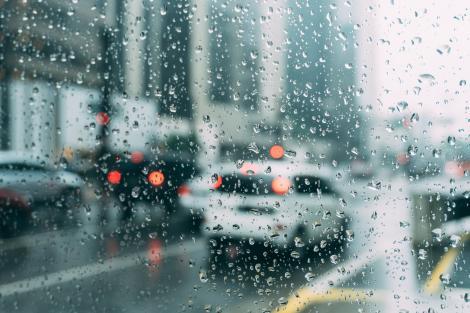 Când se schimbă vremea. ANM a anunțat când se opresc ploile