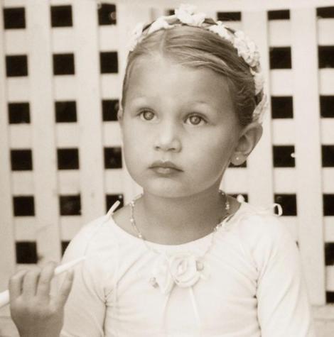 Portretul Bellei Hadid, realizat în copilărie