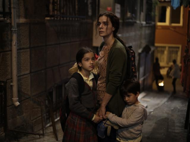 Cele trei personaje din serialul femeie in infruntarea destinului