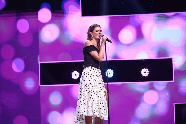 """În a zecea ediție din sezonul 9 """"X Factor"""", Ioana Cristodorescu a cântat piesa """"Drinking In The Day""""."""