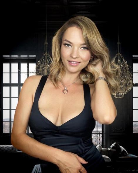 """S-a pozat în bikini și a întors privirile tuturor! Cum arată Roxana Condurache, actrița care l-a vrăjit pe Bendeac la """"iUmor"""""""