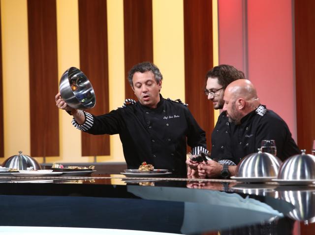 """Surpriză uriașă la proba de degustare de la """"Chefi la cuțite""""! Ce au găsit în farfurii cei trei jurați"""