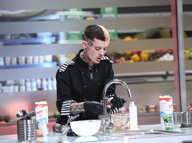 Zanni a fost ajutat de colegii săi în proba individuală Chefi la cuțite! Ce rețetă de care nu auzise până acum a ajuns să prepare