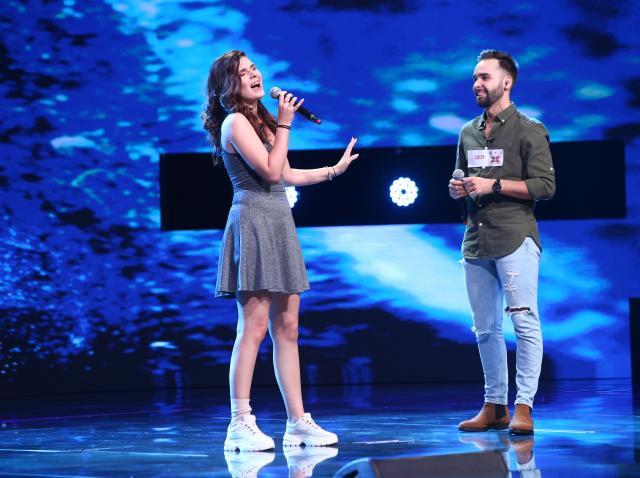 """Marian și Teodora interpretând pe scena X Factor o variantă orginală a piesei """"Billie Jean"""""""