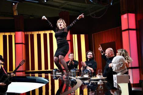 """Loredana s-a urcat pe masa juraților și a făcut spectacol incendiar la """"Chefi la cuțite"""""""