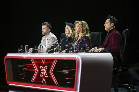 X Factor 2020. Jurații au avut o intrare spectaculoasă pe scenă, în Bootcamp. Ce ținute au purtat Delia și Loredana