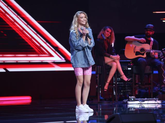 Oana Velea a avut o prezență gingață pe scena X Factor