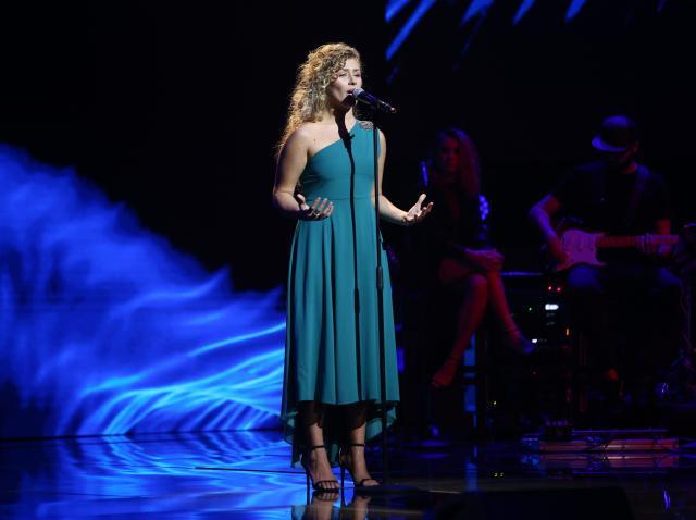 Ana Paula, elegantă pe scena X Factor
